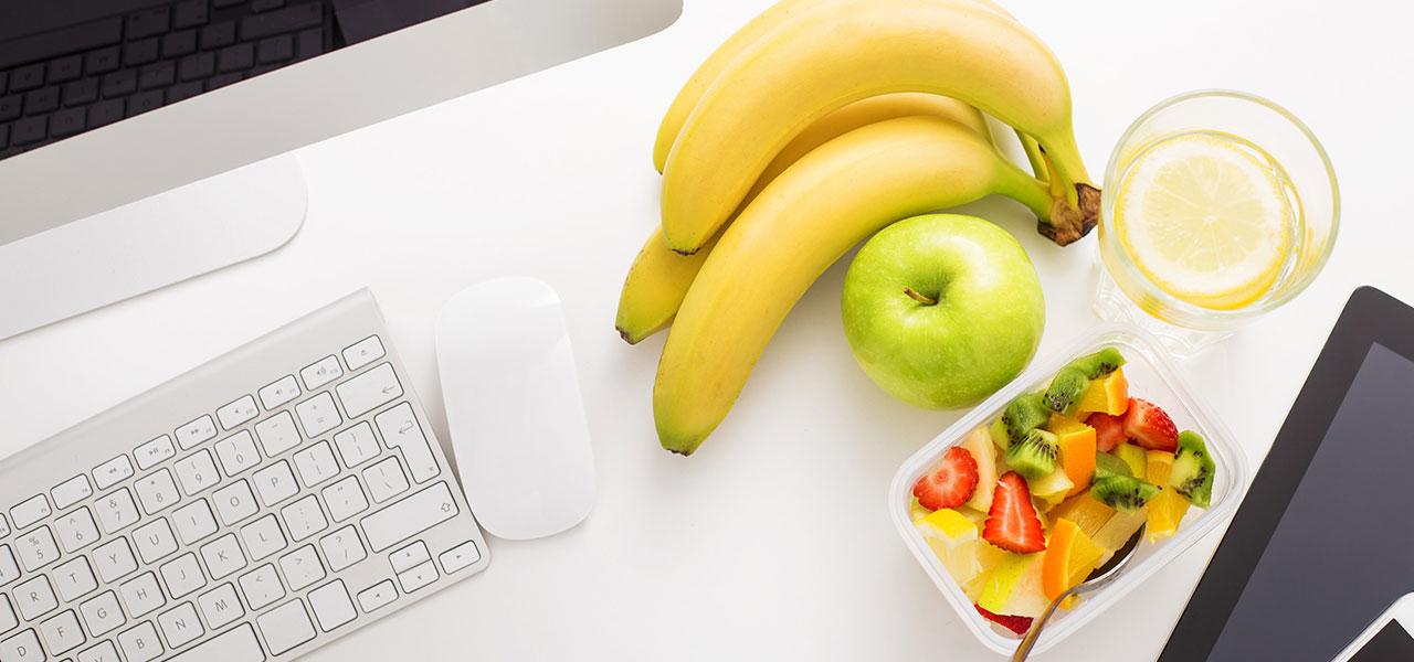 4-hábitos-sanos-que-debes-poner-en-práctica-en-la-oficina.jpg