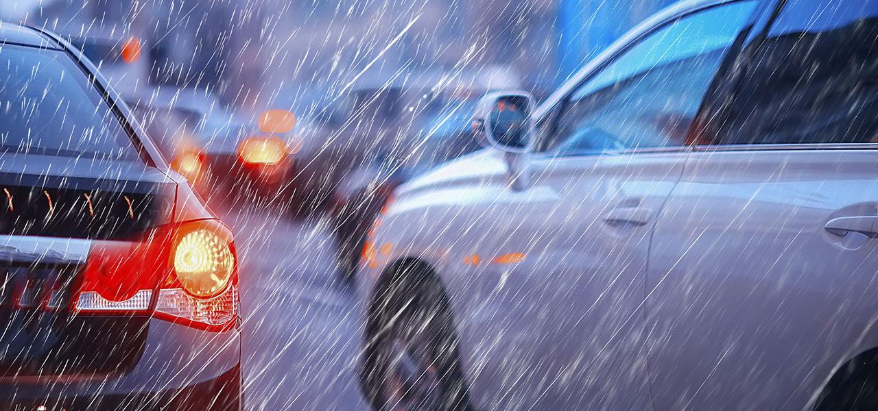 ¡Cúbrete de las lluvias! Conduce seguro en esta temporada