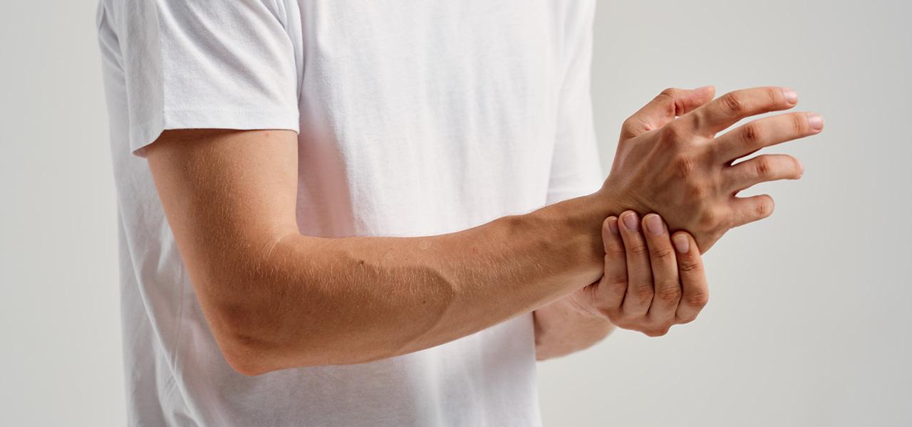 ¿Se te duermen las manos con frecuencia? Descubre las posibles causas