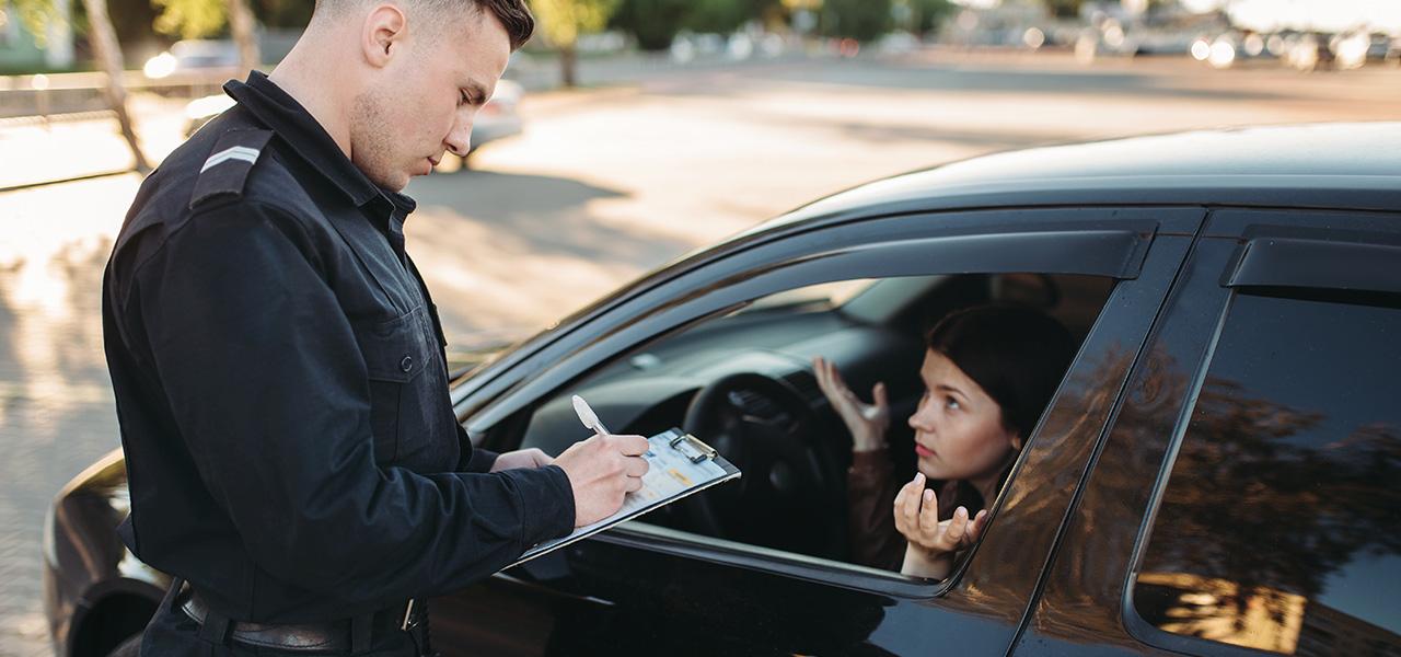 ¿Por qué pueden retener y consignar tu licencia de conducir?